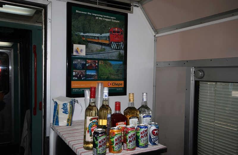Barek z napojami dla pasażerów pociągu