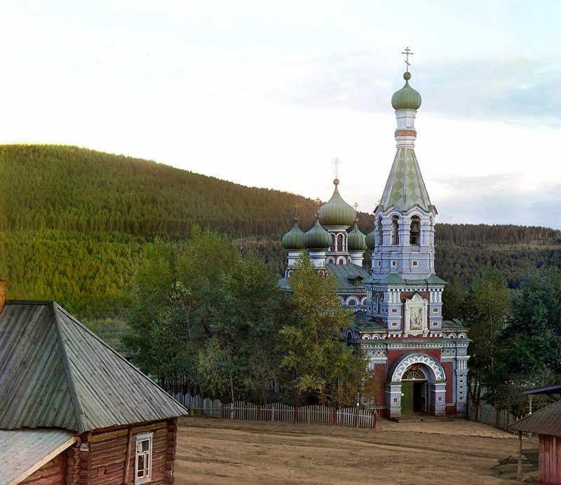 Cerkiew gdzieś za miastem