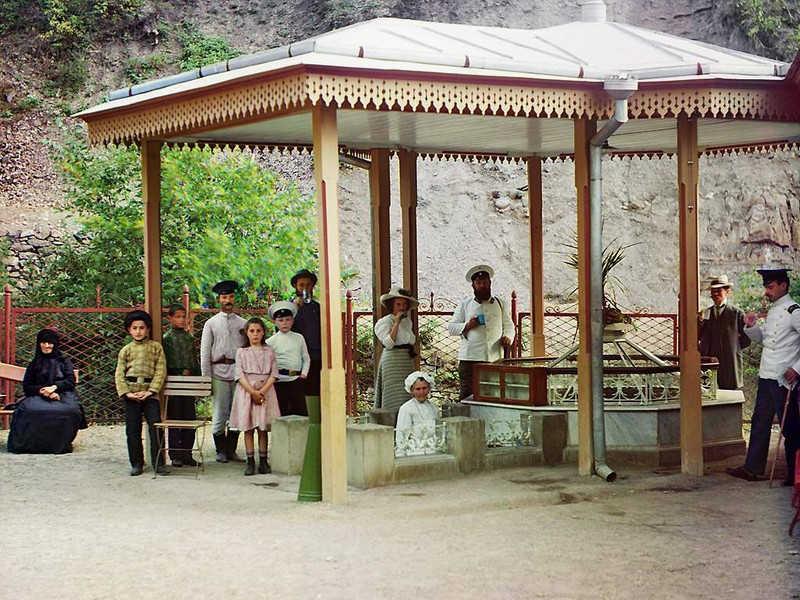 Carska rodzina w letniej altanie