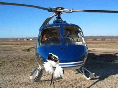 Widoczne zniszczenia helikoptera po zderzeniu z ptakami
