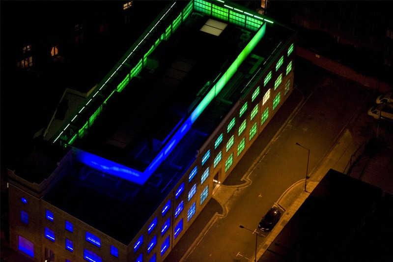 Kolorowy budynek we wschodnim Londynie