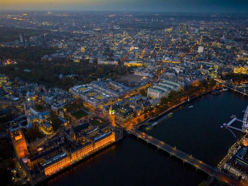 Oświetlony Londyn z lotu ptaka