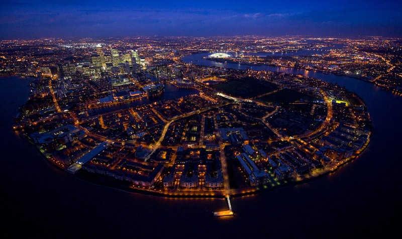 Jedna z dzielnic Londynu nocą