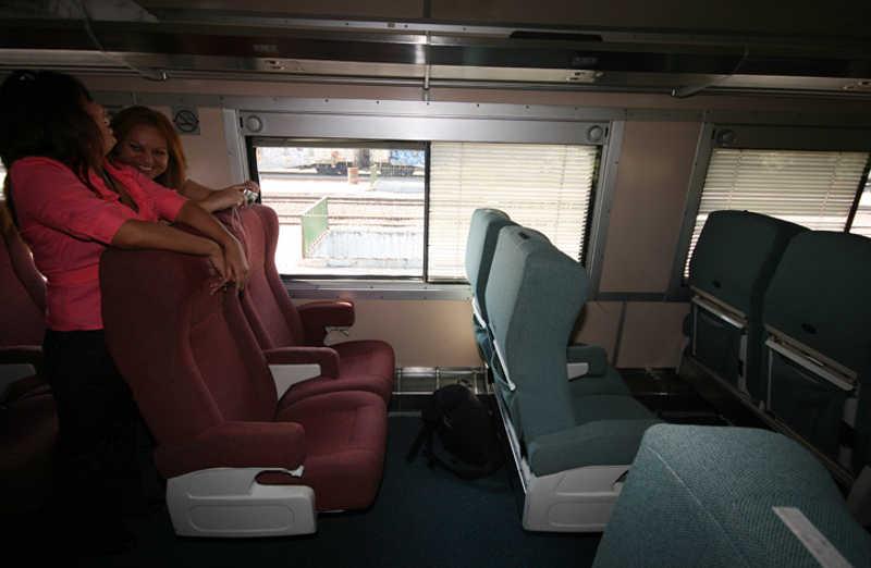 Pasażerki Tequila Express w przedziale pociągu