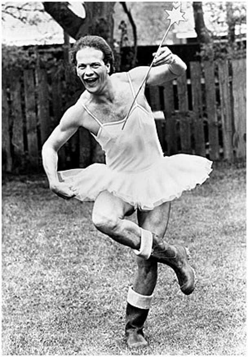 Mężczyzna w stroju baletnicy
