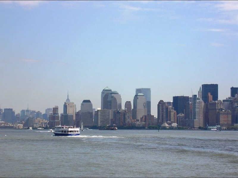 Statek płynący do portu w Nowym Jorku