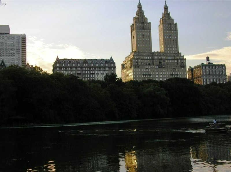 Dwie stare wieże w Nowym Jorku
