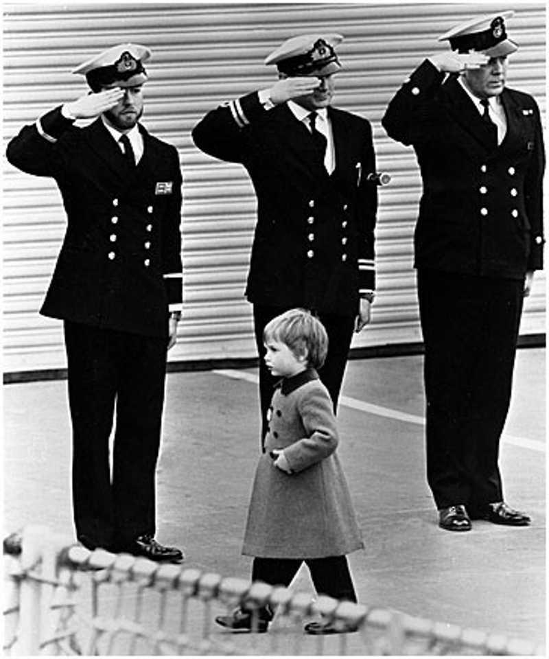 Oddawanie honoru przez żołnierzy