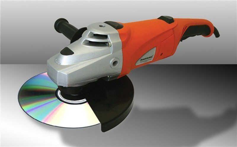 Płyta cd zamontowana do szlifierki kontowej