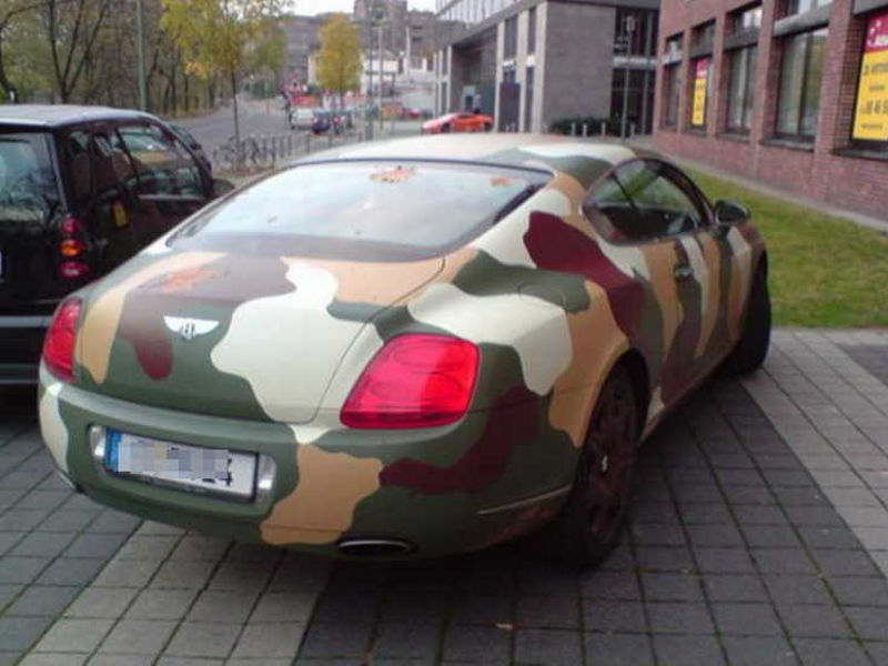 Auto pomalowane w wojskowe ciapy