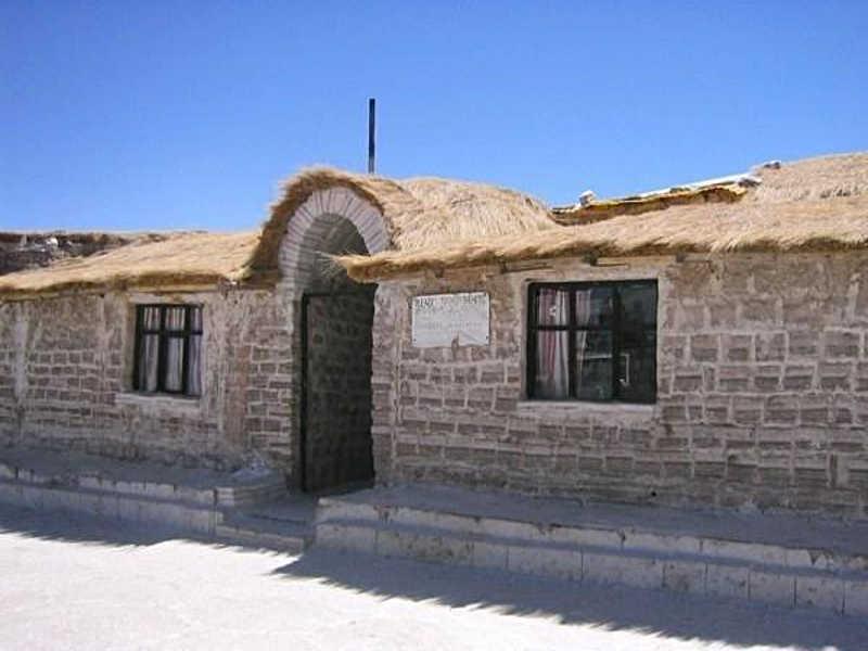 Widok solnego hotelu w Boliwii