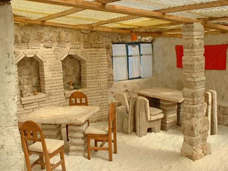 Jedno z pomieszczeń w hotelu zbudowanego z soli