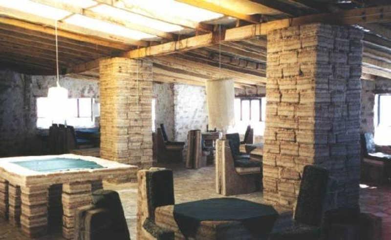 Restauracja w hotelu zbudowanym z bloków solnych