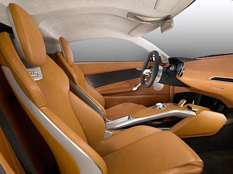 Wnętrze samochodu z pomarańczową tapicerką