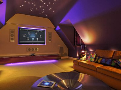 Kolorowe światełka w pokoju