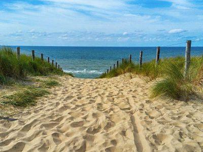 Piaszczyste wejście na plażę